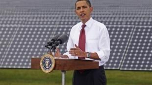 Le président américain prononce un discours lors de sa visite au centre DeSoto energie solaire deuxième génération, en Floride, le 27 octobre 2009.