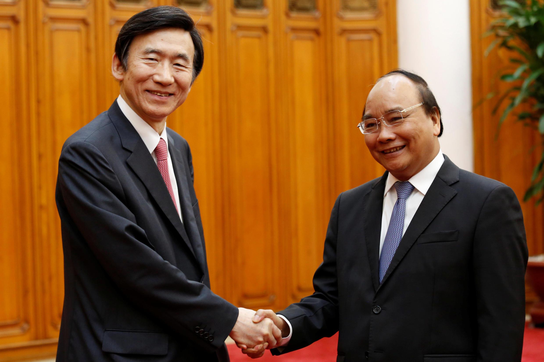 Thủ tướng Nguyễn Xuân Phúc tiếp Ngoại trưởng Hàn Quốc Yun Byung-Se  tại Hà Nội ngày 20/03/2017.