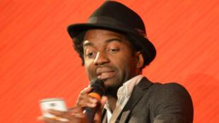 Marc-Alexandre Oho Bambe, dit «Capitaine Alexandre», lors d'un slam en 2016.