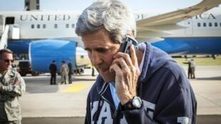 Plusieurs téléphones non sécurisés de John Kerry auraient également été écoutés par les services israéliens.