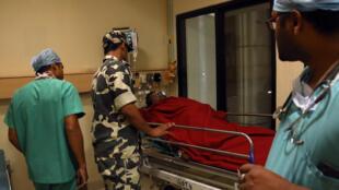 Des rebelles maoïstes ont pris en embuscade une patrouille dans le centre de l'Inde et tué au moins 24 policiers. Photo prise le 24 avril 2017 à l'Hôpital de Raipur.