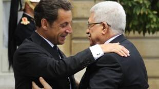 O presidente Nicolas Sarkozy recebeu nesta segunda-feira o presidente da Autoridade Palestina, Mahmoud Abbas, em Paris.