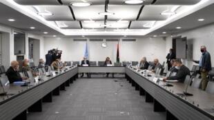 Une vue générale, à Genève, de la salle de discussions entres les deux factions libyennes rivales.