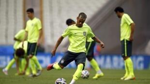Treino na seleção brasileira na Arena Castelão nesta segunda-feira 16 de junho.