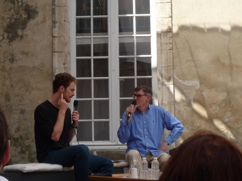 Nhà biên đạo múa Boris Charmatz, khách mời danh dự của Liên hoan Avignon 2011 (bên trái, áo đen).