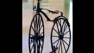Un vélo «Michaux» conservé au musée des Arts et métiers.