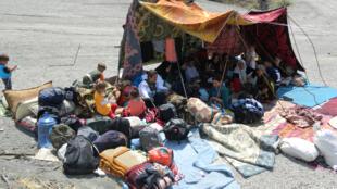 Les conditions d'accueil sont précaires dans le camp de Sirnak, où sont réfugiés près de 2000 Kurdes yézidis fuyant les attaques de l'Etat islamique à Sindjar. Au moins 25 000 d'entre eux ont été recueillis par les municipalités kurdes.