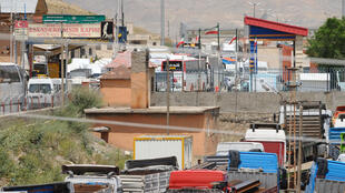 Caminhões aguardam passagem na fronteira da Turquia com o Irã