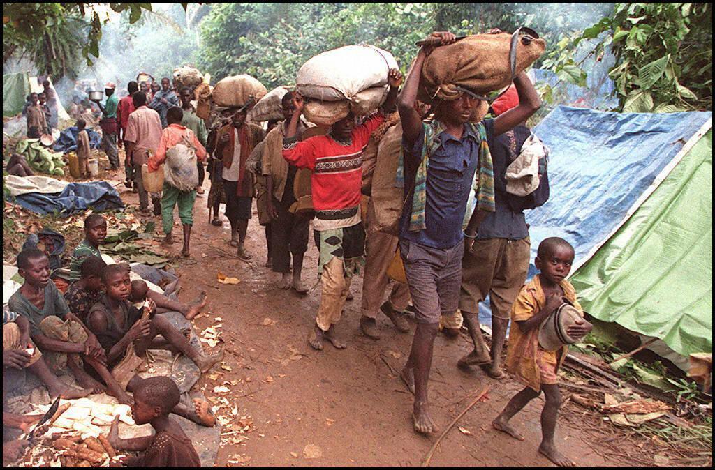 En 1997, des réfugiés rwandais arrivent à Ubundu en RDC (ancien Zaïre), ils ont fui le camp de Tingi Tingi attaqué à l'époque par les forces rebelles de Laurent Désiré Kabila.