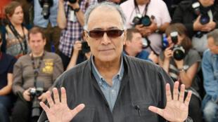 """عباس کیارستمی، رئیس بخش """"سینه فونداسیون"""" در فستیوال سینمائی """"کن"""" در فرانسه. ٢٢ مه ٢٠١٤"""