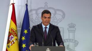 Le Premier ministre espagnol Pedro Sanchez reconnaît officiellement Juan Guaido comme président en exercice du Venezuela, le 4 février 2019 à Madrid.