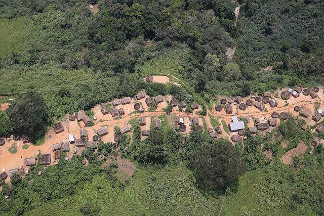 Vue aérienne d'un village dans le Sud Kivu.