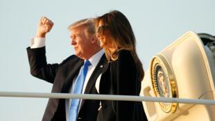 Tổng thống Donald Trump và phu nhân lên đường sang Paris. Ảnh ngày 12/07/2017.