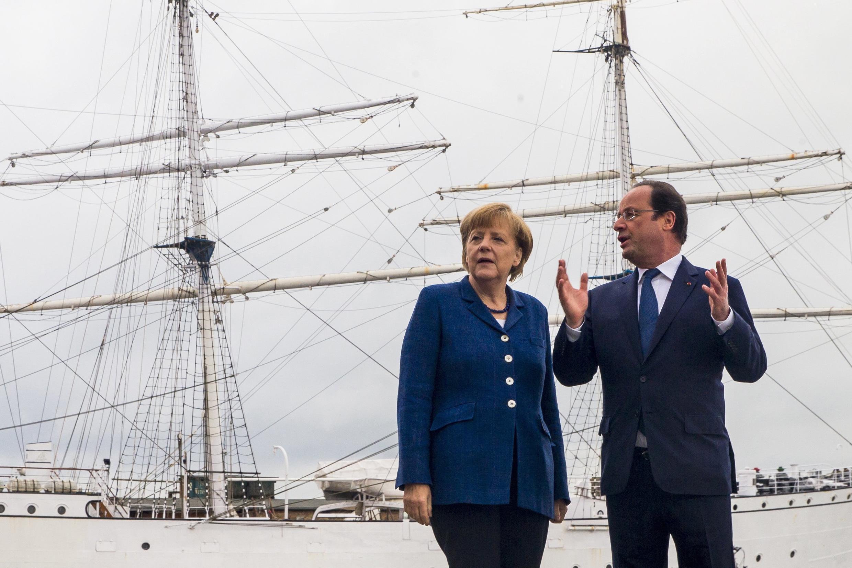 Президент Франции Франсуа Олланд и канцлер ФРГ Ангела Меркель на неформальной встрече в городе Штральзунд, 10 мая 2014 года