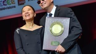 Hong Kong film director Wong Kar-wai with his wife Esther Wong after receiving the 2017 Lumière Award