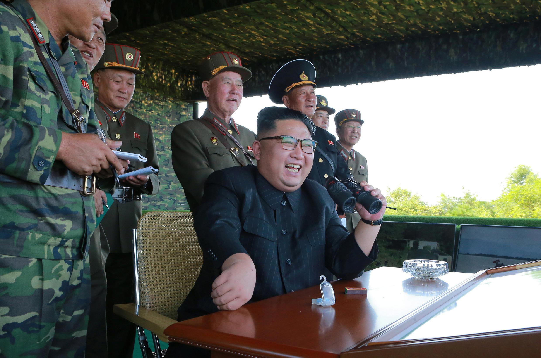 Ким Чен Ын в день запуска руководил учениями Корейской народной армии, 26 августа 2017 года.