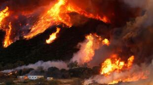 آتش سوزی کالیفرنیا از بوتهزارها و مناطق جنگلی حفاظتشده در شمال لسآنجلس آغاز شد.
