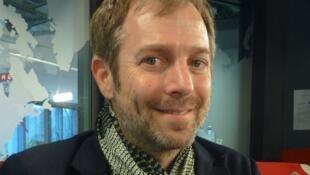 Leandro Erlich en los estudios de RFI
