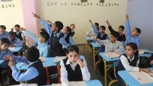 Aujourd'hui au Maroc, la scolarisation des jeunes filles, surtout en milieu rural, reste un défi à relever.