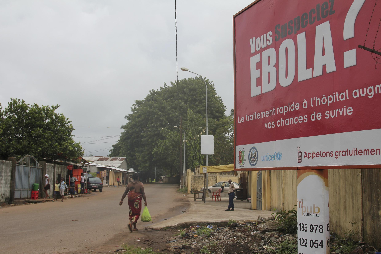 Message de prévention autour du virus Ebola à Conakry en Guinée, le 26 octobre 2014.