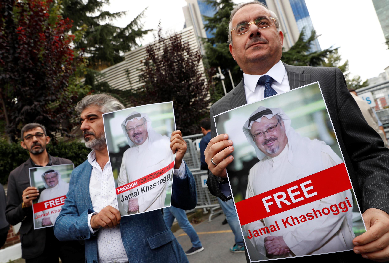 Các nhà hoạt động nhân quyền và bạn bè của nhà báo Jamal Khashoggi biểu tình trước lãnh sự Ả Rập Xê Út tại Istanbul, Thổ Nhĩ Kỳ, ngày 08/10/2018