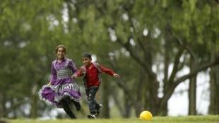 Niños sirios juegan en los jardines de la Casa San José de los Hermanos Maristas, en Villa García, Uruguay, este 9 de octubre de 2014.