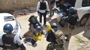 Les experts en armes chimiques de l'ONU sur l'un des sites de l'attaque chimique, à Zamalka, dans la banlieue de Damas, le 29 août 2013.
