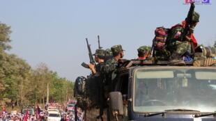 Lực lượng Liên minh Quốc gia Karen tham gia một cuộc biểu tình phản đối cuộc đảo chính quân sự ở Papun, bang Kayin, Miến Điện, ngày 05/03/2021.