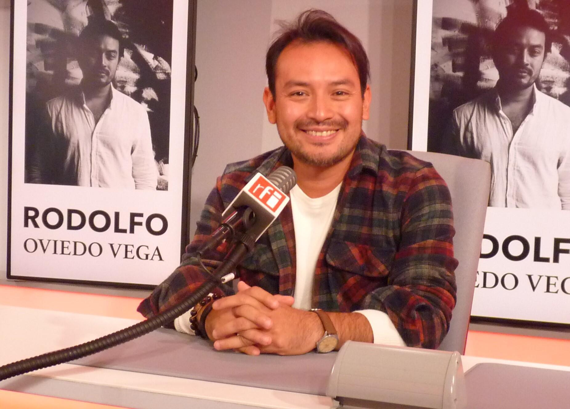 El artista salvadoreño Rodolfo Oviedo Vega en RFI
