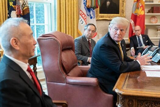 (資料圖片)特朗普在白宮會見中國談判代表劉鶴
