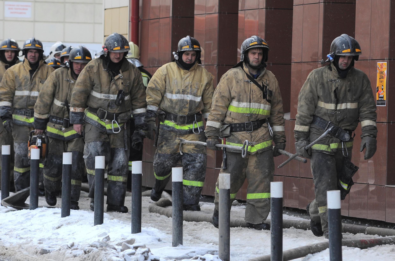Пожарные у ТЦ «Зимняя вишня», 25 марта 2018.