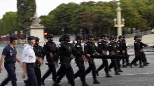 Le Raid, unité d'élite de la Police nationale française s'entraine pour défiler sur les Champs-Elysées. Paris, le 12 mars 2015.