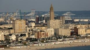 Entre port et plage, Le Havre est une ville de béton singulière.