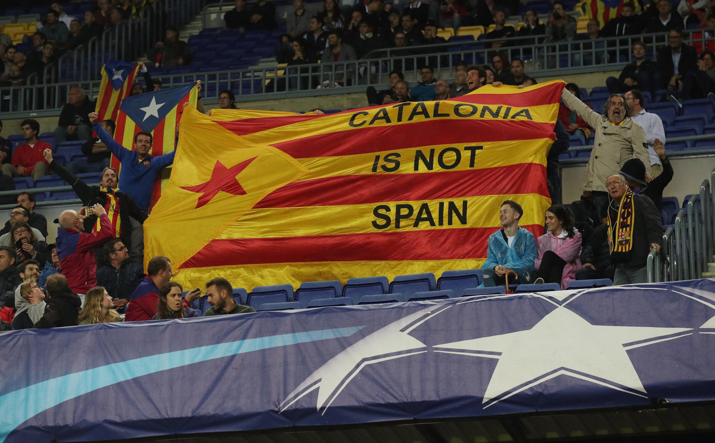 Mashabiki walitumia fursa ya mechi ya Ligi ya Mabingwa ya FC Barcelona siku ya Jumatano Oktoba 18 ili kuonyesha uungwaji wao mkono kwa uhuru wa Catalonia.