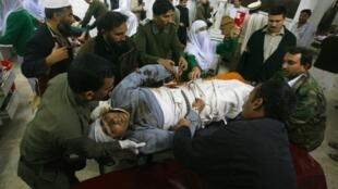 L'attaque de l'aéroport de Peshawar a fait au moins deux morts et des dizaines de blessés.