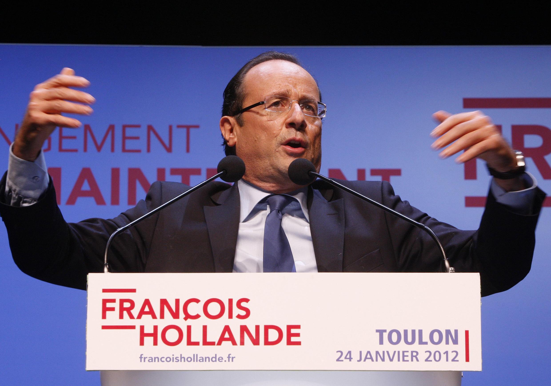O candidato do Partido Socialista francês, François Hollande, durante discurso em Toulon desta terça-feira.
