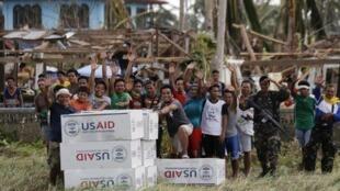 As Nações Unidas já liberaram US$ 25 milhões de um fundo de emergência para pagar os gastos mais urgentes nas Filipinas.