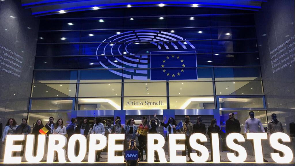 Des activistes devant le Parlement européen à Bruxelles, pendant les élections européennes, le 26 mai 2019.