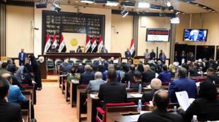 伊拉克议会通过决议敦促政府要求美军撤离。