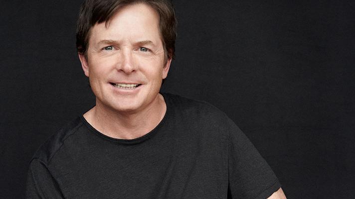 El actor Michael J. Fox, a los 28 años de edad se le diagnosticó la enfermedad del Parkinson. Actualmente dirige una fundación que apoya la investigación del Parkinson.