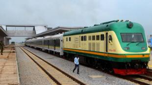 Le train de la nouvelle ligne de chemin de fer d'Abuja-Kaduna à Abuja, le 21 juillet 2016.