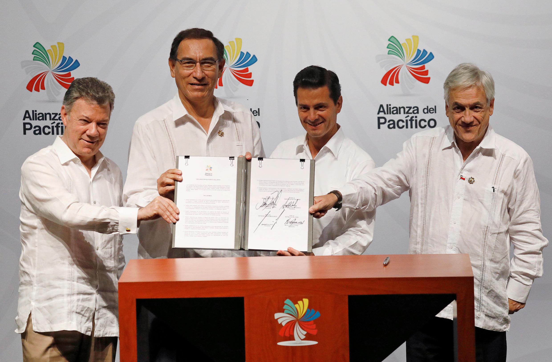 Juan Manuel Santos, Martín Alberto Vizcarra, Enrique Peña Nieto y Sebastián Piñera pronuncian su declaración final en la XIII Cumbre de la Alianza del Pacífico en Puerto Vallarta, México el 24 de julio de 2018.