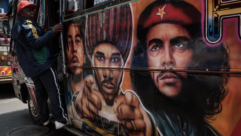 """Un matatu à Nairobi, la capitale kényane, le 28 septembre 2017, à quelques jours des 50 ans de la mort du """"Che""""."""