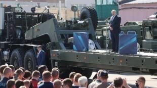 Le président Loukachenko a pris la parole devant les ouvriers de l'usine MZKT à Minsk, ce 17 août 2020.