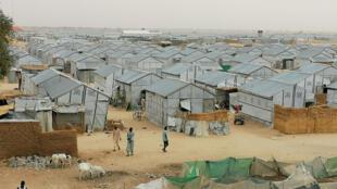 Vista general de un campo de desplazados en la ciudad de Maiduguri, en el norte de Nigeria, el 26 de marzo de 2020