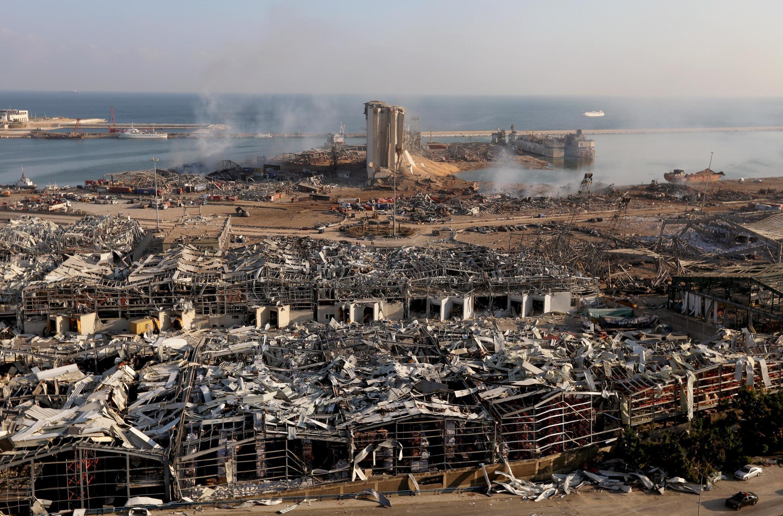 تصویر هوائی از بندر بیروت در پی دو انفجار پیاپی در انباری که در آن نزدیک به ۳۰۰۰ تن نیترات آمونیوم نگهداری میشد ـ ۴ اوت ۲۰۲۰