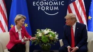 歐盟委員會主席馮德萊恩與美國總統特朗普資料圖片