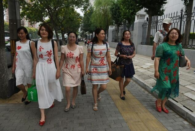 Vợ của các luật sư Trung Quốc biểu tình tại Bắc Kinh - Trung Quốc phản đối chính quyền bắt giam chồng họ.