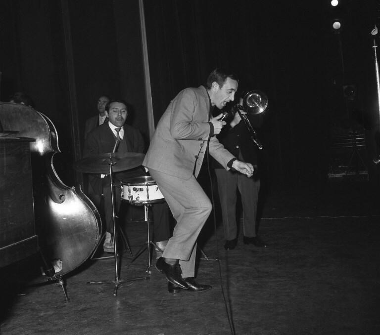 شارل آزناوور، بهنگام اجرای کنسرت در تالار معروف اُلمپیا در پاریس - ١٧ ژانویۀ ١٩٦٣