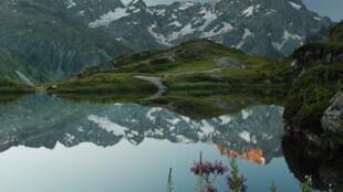 Le lac du Lauzon, dans le parc national des Ecrins.